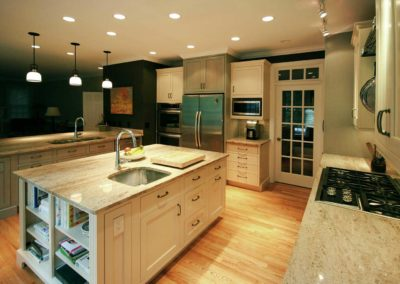 Spacious kitchen with double-Islands